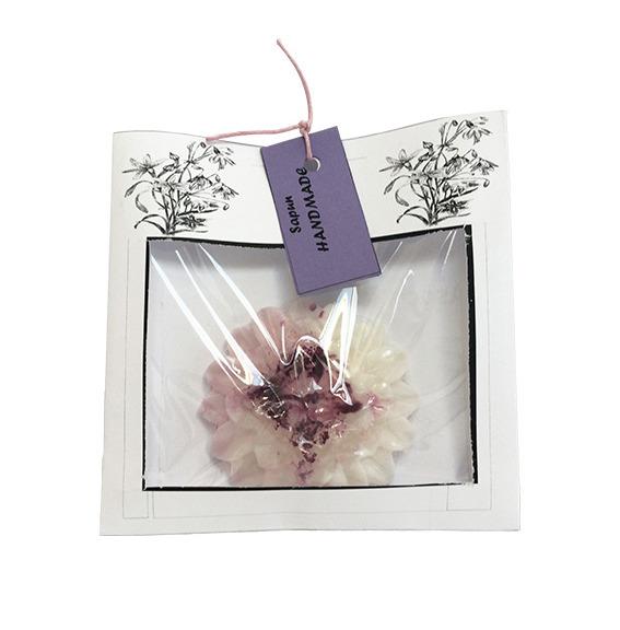 Sapun in forma de floare realizat manual